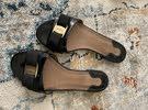حذاء من ماركة عالميه