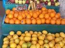ستاندات خضرا للبيع بسعر مغري مع طاولة