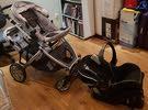 للبيع عربة اطفال دبل مع كرسي سيارة و غطاء عربة للمطر