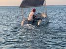 قارب المنيوم مطاط مع محرك يعمل بالطاقة الشمسية