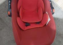 مقعد سيارة وهزازة للاطفال بحال الوكالة ب 12د