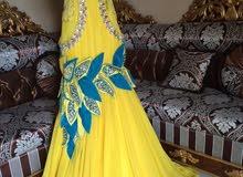 فستان راقي للبيع قيمته ب 2500درهم ملبوس مرة واحدة للبيع بقيمة 500درهم فقط