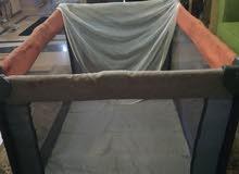 للبيع سرير اطفال محمول بحالة جيدة