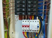 على استعداد تام لكافة اعمال الكهرباء تركيب وصيانة المنازل الفلل المحلات الشركات