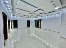 شقة خدمية حجم كبير للايجار في حي الاندلس