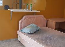 غرف النوم مساحتها 81 متر مربع شامل الكهربا والماء  + الوي فاي