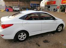 سائق سوداني مع سيارة