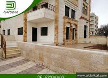 شقة ارضية للبيع في مرج الحمام مساحة البناء 154 م مع ترس وحديقة و كراج خاص مساحة 100م
