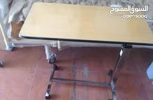 طاولة سرير متنقلة