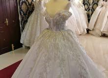 فستان زفاف فخم مع ملحقاته