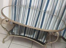 طاولة بمرايا