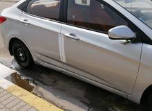 سيارة اكسنت مكفوله بس بيه تبديل بنيد كدام والمدكر لخلفي معمر