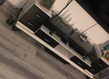 طاولة تلفزيون تقريبا مترين ابيض واسود طاولة تقيلة