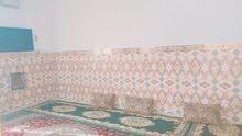 بيت مساحة100م يحتوي على غرفة وصالة ومطبخ واستقبال وتخاريج داخلية وخارجية