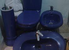 طقم حمام لون كحلي مستعمل بحاله ممتازه جدا