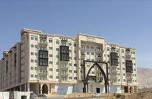 شقة راقية جدا مكونة من غرفتين وصالة بمساحة واسعة في مبنى رمال بوشر