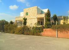 مزرعة للبدل بعمارة او للبيع مع دفع الفرق في جرش الفوارة تبعد50كم شمال عمان11دونم وبيت200م ومسبح