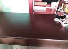طاولة مكتب او اجتماعات بحاله ممتازه استخدام بسيط