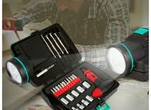 ادوات اصلاح في شنطة مزودة لكشاف ليد