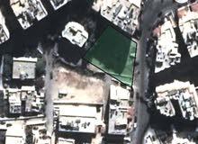 قطعة ارض للبيع  1241م تصلح لبناء اسكانات وتقع على شارع مميز- بمنطقة الخزنة- وبسع