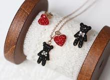 قلادة الدب اللطيف مع القلب الاحمر و قيراط