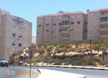 ارض للبيع  عمان - الجبيهه قريبة من مدارس المنهل وعلى الدوار شارع رئيسي مساحة 827 متر