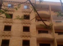 شقة 190م للبيع تطل على فلل في شارع رئيسي 20 م موقع ممتاز جدا وسط الطبيعة و الهدو