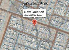 من المالك أرض في معبيلة السادسة على الخط الأول وقرب مسجد عزان