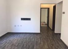 شقة واسعة للايجار في المحرق غرفتين شامل الكهرباء والماء مع بارك خاص 240 دينار