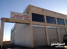 مجمع للايجار في ابو علندا.. 14مخزن وشقق وتسوية الف متر وسطوح يصلح لبناء غرف للهن