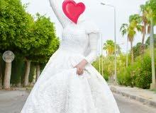 فستان زفاف بديل طويل بحاله جيده جداااا وراقى معه طرحه وتاج هديه