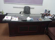 مكتب مدير و كنبة سرير ومكاتب للبيع