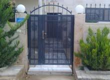 بيت مستقل مساحة الأرض 500متر البناء 140 متر في عين الباشا 0786156755