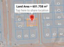 ارض سكني في الفليج معمورة الاولى للبيع شبه زاويه مفتوحه من ثلاث جهات قريب من مضم