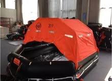 قارب مطاطي بالنفخ