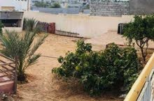 قطعة أرض سكنية ممتازة واجهتها رائعه في طريق الشوك والحي سكني  مساحتها 300م