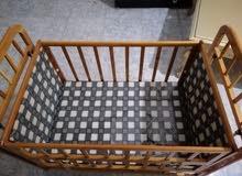سرير اطفال خشب ممتاز للبيع