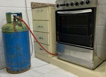 Gas cylinder with cooking oven