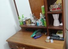 ميز مكتبي خشبي