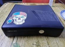 x box 360 ويا جويستك واحد مع هارد 500gb فيه اغلب الألعاب وملحقات التشغيل موجودة