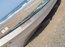 قارب 23 قدم مع مكينه 60 ممتازه ونظيفه جدا .. مع وجود ملكيه للقارب