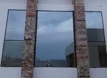 مصنع لصنع الأبواب والنوافذ