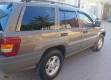 للبيع سيارة جيب جراند شيروكي بحالة جيدة خالية من الحوادث مازالت بزواق  الدار