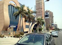 مطعم وكافيه بموقع متميز بكورنيش المعادى بالقرب من سينما فاميلى