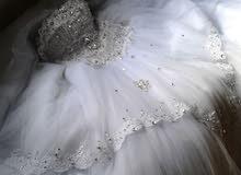 فستان زفاف بحالة جيدة