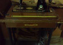 خزانة تلفزيون و ماكينة خياطة للبيع