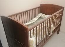 سرير اطفال فاخر شبه جديد