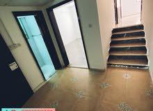 غرفة وصالة حمامين ومطبخ في منطقة الكرامة وبركن متوفر