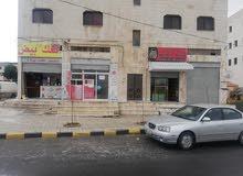 محل تجاري الإيجار على الشارع الرئيسي يصلح لمحل خلويات ومحيطه مياه ودرايكلين لأن.