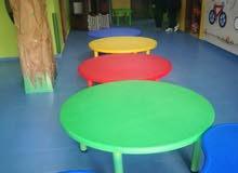 طاولات حضانة دائري للبيع